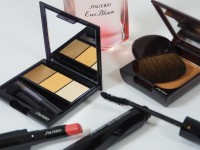 Színes szemhéjfesték trió a Shiseido-tól – Luminizing Satin Eye Color Trio.